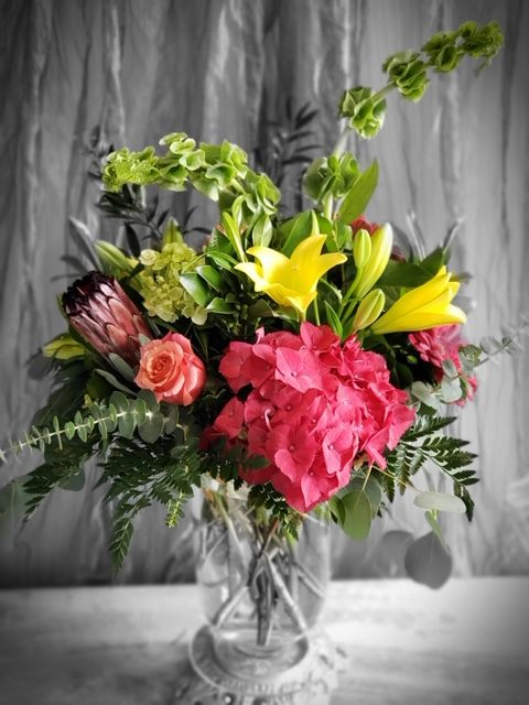 Bright and Cheerful vase arrangement